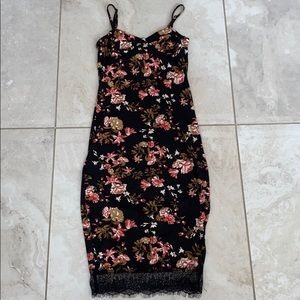 Floral & Lace Bodycon Midi Dress🤍